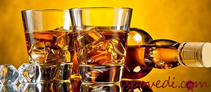 виски в стаканах