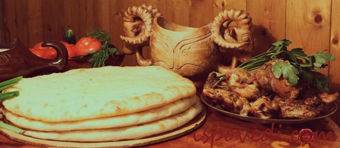 вкусные осетинские пироги на столе