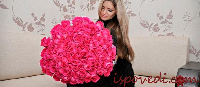 девушка с букетом розовых роз