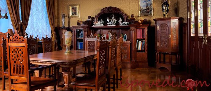 антикварная мебель в квартире