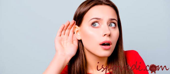 подслушивающая женщина