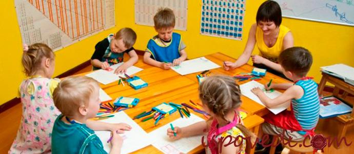 дети рисуют в детском саду