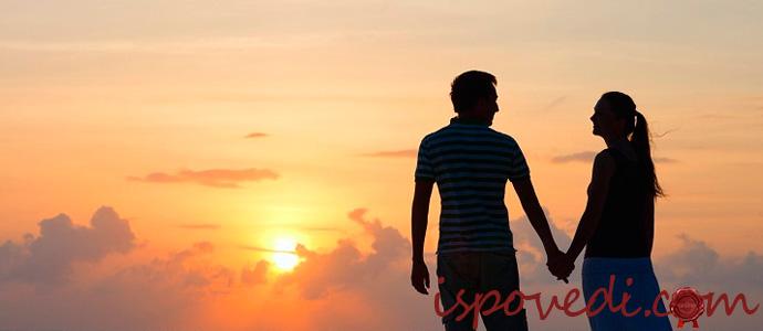 любовники встречают закат