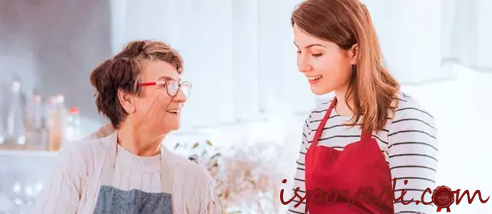 свекровь на кухне с невесткой