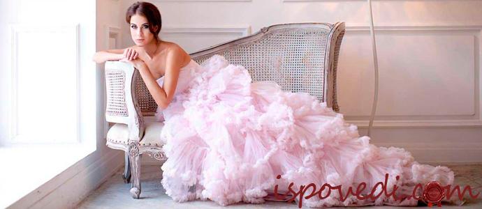 девушка в розовом вечернем платье