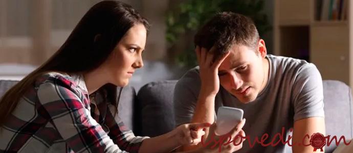 девушка возмущается изменой парня