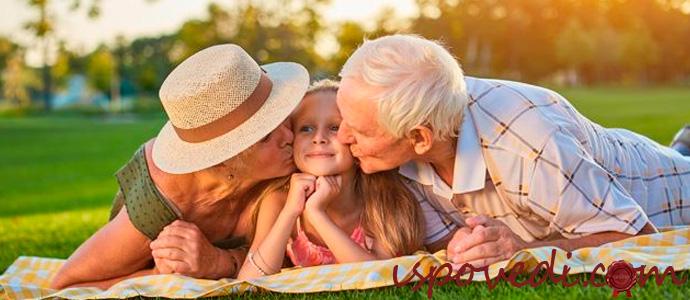 свекровь балует внучку