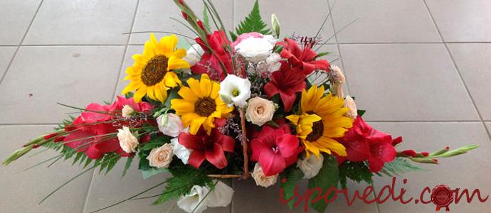 корзина живых цветов