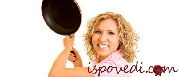 девушка со сковорокой