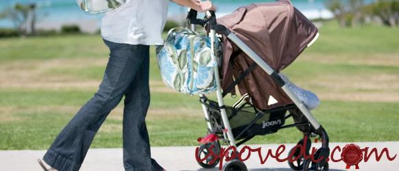 С ребенком на прогулке по парку