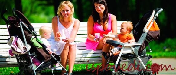 Прогуливаться с коляской по парку