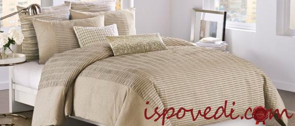 кровать с одеялами