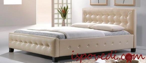 кровать с кожаной спинкой