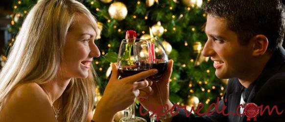 мужчина и женщина с бокалом вина