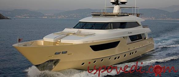 Красивая супер-яхта