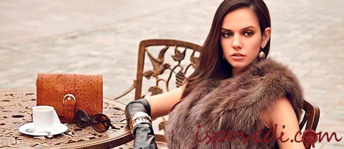 девушка в меховой жилетке