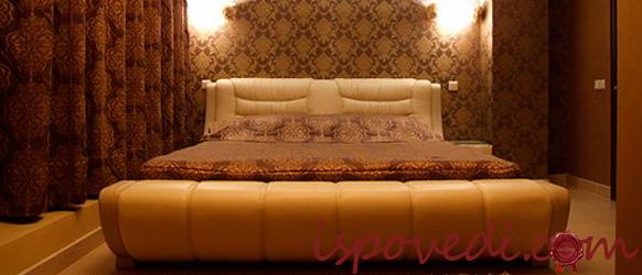 Большая кровать в номере