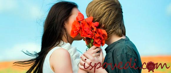 парень и девушка с цветами