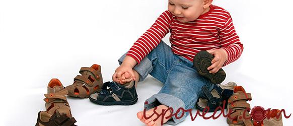 Ребенок сам подбирает себе обувь