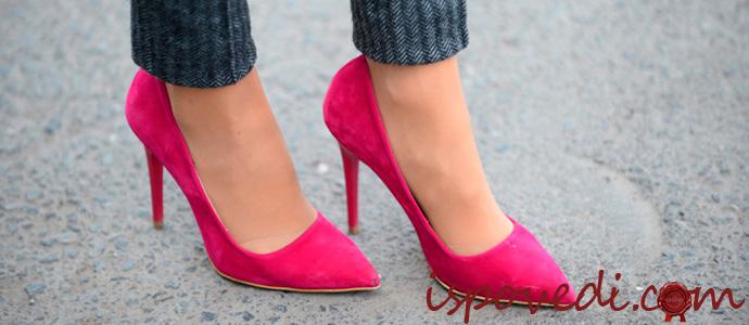 розовые женские туфли