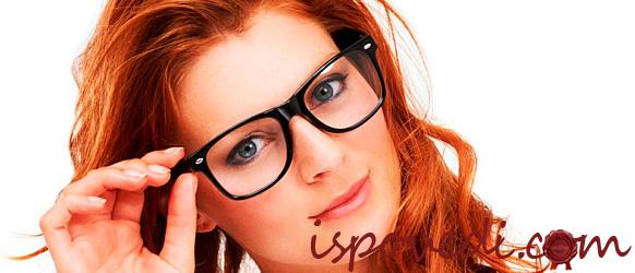 Девушка в стильных очках