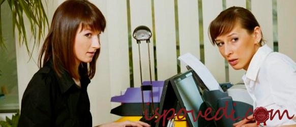 девушки в офисе