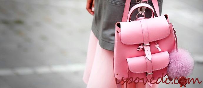 девушка с розовым рюкзаком