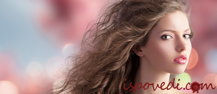девушка с красивыми искусственными волосами